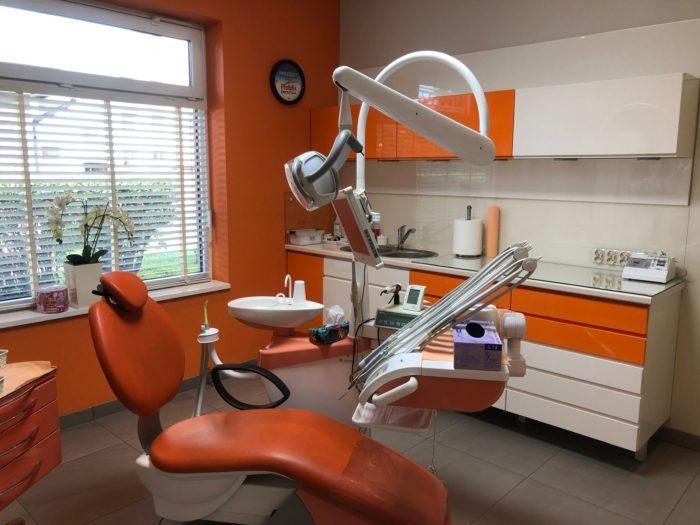 Fotel dentystyczny ioprzyrządowanie